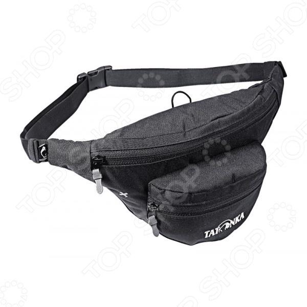 Сумка поясная Tatonka Funny Bag S представляет собой сочетание практичности, доступности и безопасности. Используя сумочку, надежно закрепленную на поясе, вы всегда будете иметь под рукой самое необходимое: деньги, документы, телефон или же разнообразный, мелкий инструмент. Вы можете использовать ее во время путешествия, туристического похода, спортивной пробежки или же в других случаях, когда необходимо иметь удобную, не сковывающую движений и, в то же время, не занимающую много пространства сумочку.