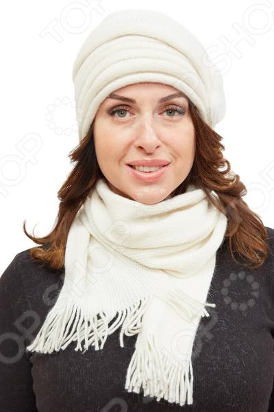 Комплект Fabretti «Кора»Головные уборы<br>Комплект Fabretti Кора состоит из удобной шапки и шарфа, которые подойдут женщинам любого возраста. Создавайте невероятные образы каждый день с помощью этих замечательных аксессуаров. Прекрасно сочетаются с осенней и зимней одеждой.  Комплект выполнен из шерстяного трикотажа, вывязан лицевой гладью.  Трикотажное полотно хорошо растягивается и комфортно в носке.  Шапка декорирована цветком из натурального меха норки с бусинами под жемчуг.  По окружности изделия трикотаж задрапирован в декоративные складки.  Не имеет подкладки.  Шарф размером 16х160 см декорирован по ширине бахромой около 5 см .<br>