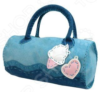 Набор для детского творчества Color Puppy Шьем сумочку. Лазурная волна оригинальный подарок маленькой рукодельнице. С его помощью девочка сможет сделать стильную сумочку. Изделие, созданное своими руками, имеет особую ценность, поскольку мастер вкладывает в него частичку своего настроения и хорошие помыслы. Кроме того, набор поможет раскрыть творческий потенциал ребенка, выработать усидчивость и получить полезные навыки. Желательно, чтобы дети малого возраста работали с набором под присмотром взрослых. Набор включает фетровые детали, безопасную иглу, нитки и инструкцию.