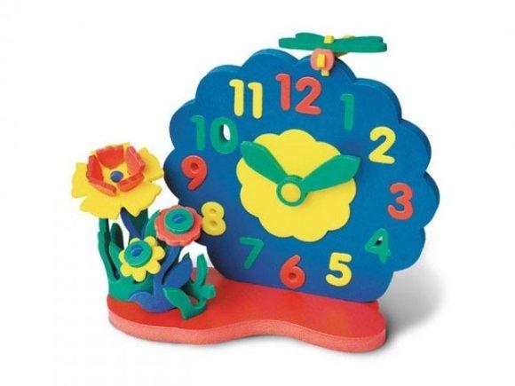Конструктор мягкий Флексика Часы без механизма. Цветы - оригинальный детский конструктор, который обязательно понравится вашему ребенку. Он настолько практичен и универсален, что с ним можно играть где и когда захочется. Нужно лишь разложить мягкие и приятные на ощупь детальки и собрать оригинальные часы и цветочками. Для производства этого необычного конструктора используется современный, легкий, эластичный и прочный материал, который гарантирует долговечность и надежность деталей. С конструктором можно играть даже в ванной, детальки при этом не будут портиться или ломаться. Конструктор мягкий Флексика Часы без механизма. Цветы способствует развитию у ребенка мелкой моторики рук, логического и образного мышления, наблюдательности и усидчивости.