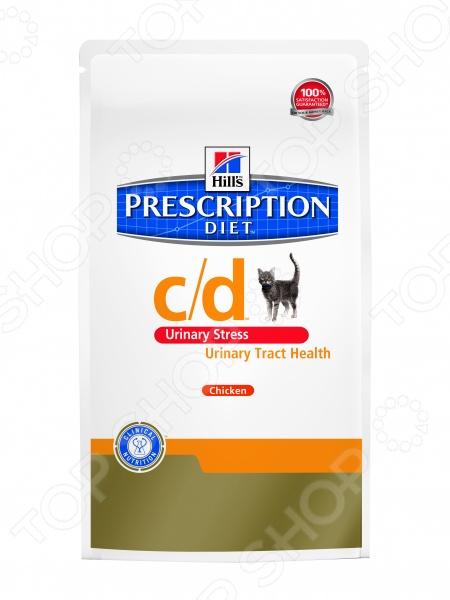 Корм сухой диетический для кошек Hill 39;s С D при стрессе прекрасный вариант питания для кошек для профилактики МКБ. Корм приготовлен на основе курицы и риса с добавлением различных активных компонентов, которые оказывают положительное воздействие на нормальное функционирование мочеполовой системы и всего организма в целом. Благодаря содержанию L-триптофана и гидролизата молочного протеина, питание способствуют контролю за стрессом, который зачастую является основным фактором риска ИЦК. Эти активные вещества также улучшают настроение и стабилизирует эмоциональное состояние животного. В состав корма Hill 39;s Prescription Diet c d Feline Urinary Stress также входит комплект витаминов А и Е, который укрепляет иммунитет и нейтрализует действие свободных радикалов. Сухой диетический корм для кошек можно применять:  на начальном этапе любых заболеваний мочевыводящих путей, например, при идиопатическом цистите, уролитиазе любого генезеса;  для растворения стерильных струвитов;  для снижения вероятности появления уретральных пробок;  для предупреждения появления сурвитов, уролитов и кристаллов. Суточная норма кормления. Для нормального самочувствия вашей кошки следует придерживаться следующей суточной нормы кормления:       Вес кошки, кг     Количество сухого корма, г       2 кг     30-40 г       3 кг     40-55 г       4 кг     50-70 г       5 кг     60-85 г       6 кг     70-95 г       7 кг     12 г на кг    Для более эффективных результатов лечения, рекомендуется комбинировать питание в виде сухого и консервированного корма пауча. В паучах повышенно содержание воды. Это повышает объем мочи, и снижает таким образом концентрацию в ней компонентов уролитов.       Вес кошки, кг     Пауч корм, банка на 85 г     Количество сухого корма, г       2 кг     1 банка     15 г       3 кг     1 банка     30 г       4 кг     1 банка     40 г       5 кг     2 банки     35 г       6 кг     2 банки     45 г       7 кг     2 банки     8 г на кг    Внимание! Не используйте с кормом дополни