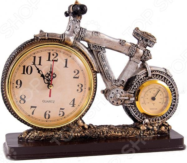 Часы-термометр настольные «Велосипед» 28525Часы настольные<br>Часы-термометр настольные Велосипед 28525 полезный и практичный предмет интерьера, который станет настоящим украшением любого помещения. Часы представлены в оригинальном дизайне и красивой серебристой расцветке. Столь необычный внешний вид обязательно привлечет к себе восторженные взгляды домочадцев и гостей. Циферблат- колесо с арабскими цифрами имеет три стрелки. В качестве второго колеса выступает термометр. Часы работают от батареек типа АА в комплект не входят . Основная рекомендация по уходу регулярное удаление пыли мягкой сухой тканью. Такие часы обязательно найдут свое место в офисе или жилом помещении на рабочем столе или полке в гостиной.<br>