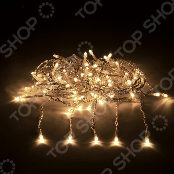 Электрогирлянда VEGAS «Занавес» 55018Гирлянды<br>С давних пор, в канун Рождества и Нового Года, люди украшали жилище и хвойные деревья, надеясь на здоровье, счастье и благополучие в наступающем году. Сперва использовали фрукты, ленты, шишки, но игрушки были крайне недолговечны. В наше время выбор новогодних украшений невообразимо велик. Новый год время чудес Электрогирлянда VEGAS Занавес 55018 поможет вам создать праздничное настроение и станет достойным украшением предстоящего торжества. Расположенные на 6 нитях, LED лампы превратят ваш дом в настоящий шедевр и помогут наполнить все окружающее пространство непередаваемой атмосферой торжественности, веселья и волшебства.  Оцените преимущества электрогирлянды от бренда VEGAS:  Может использоваться как внутри помещения, так и на улице при температуре от -30 до 50 С.  Имеет влагостойкость по стандарту IP 44.  Прозрачный провод не привлекает внимание.  Общий срок службы достигает 25000 часов.  Подарите радость вашим родным, близким и любимым и сделайте новогодние праздники незабываемыми! Внимание! Для подключения гирлянды к сети 220 В необходим специальный трансформатор! Модель VEGAS 55045 позволяет последовательно соединить до 500, а модель VEGAS 55046 до 1500 ламп.<br>