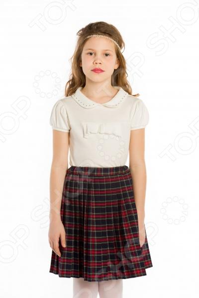 Блузка со стразами. Рукав: фонарик станет отличным дополнением к гардеробу маленькой модницы. Модель отличается стильным дизайном и великолепным качеством пошива, прекрасно сочетается с как с юбками, так и с брюками. Блузка выполнена из натурального хлопка. Этот материал отлично зарекомендовал себя в пошиве детской одежды, благодаря воздухопроницаемости, мягкости и устойчивости к истиранию. Модель снабжена рукавами-фонариками и отложным воротничком со стразами.