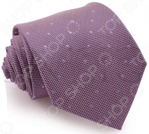 Галстук Mondigo 44032Галстуки. Бабочки. Воротнички<br>Галстук Mondigo 44032 завершающий штрих в образе солидного мужчины. Сегодня классический стиль в одежде приветствуется не только на работе в офисе. Многие люди предпочитают в качестве повседневной одежды костюм или рубашку с галстуком. Мужчина, выбирающий такой стиль в одежде, всегда выделяется среди окружающих и производит положительное первое впечатление. Кроме того, один и тот же галстук можно носить по-разному каждый день. Достаточно выбрать один из многочисленных типов узлов: аскот, балтус, кент, пратт и многие другие. Кстати, в интернете есть сайты, которые случайным образом предлагают вариант узла удобно, когда трудно определиться с выбором . Галстук изготовлен из шелка. Ткань довольно прочная, приятная на ощупь и отличается роскошным блеском.<br>