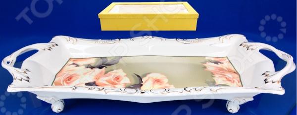 Блюдо на ножках Elan Gallery Чайные розы красочная посуда на 4-х ножках с ручками для переноски, которая внесет разнообразие в сервировку кухонных принадлежностей. Идеально подойдет для семейных чаепитий. Посуда имеет нестандартную форму, при этом, предоставляя возможность с легкостью извлечь продукт. Материал абсолютно безопасен и не вступает в реакцию с продуктами, а так же не влияет на запах и вкус готового изделия. Размер 44 см.