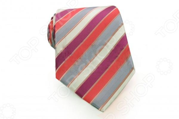 Галстук Mondigo 34363Галстуки. Бабочки. Воротнички<br>Галстук Mondigo 34363 это галстук из высококачественной микрофибры. Он подходит как для повседневной одежды, так и для эксклюзивных костюмов. Подберите галстук в соответствии с остальными деталями одежды и вы будете выглядеть идеально! В современном мире все большее распространение находит классический стиль одежды вне зависимости от типа вашей работы. Даже во время отдыха многие мужчины предпочитают костюм и галстук, нежели джинсы и футболку. Если вы хотите понравится девушке, то удивить ее своим стилем это проверенный метод от голливудских знаменитостей. Для того, чтобы каждый день выглядеть по-новому нет необходимости менять галстуки, можно сменить вариант узла, к примеру завязать:  узким восточным узлом, который подойдет для деловых встреч;  широким узлом Пратт , который прекрасно смотрится как на работе, так и во время отдыха;  оригинальным узлом Онассис , который удивит всех ваших знакомых своей неповторимый формой.<br>