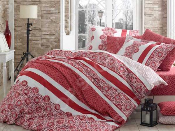 Комплект постельного белья Hobby Home Collection Lisa. Цвет: красный. СемейныйСемейные<br>Треть своей жизни мы проводим во сне и непозволительно доверить этот процесс обычному пледу или одеялу. Внешний вид, самочувствие и настроение человека напрямую зависит от хорошего сна, на который влияют многие факторы, в том числе качество постельного белья. К его выбору следует подойти со всей серьезностью, так как это одна из тех самых важных мелочей, от которой зависит здоровый отдых. Компания домашнего текстиля Hobby производит качественное постельное белье самых различных цветовых гамм и стилей, благодаря чему вы можете обустроить свою спальню на свой вкус. Какое постельное белье выбрать Комплект постельного белья Hobby Lisa лучшее решение для вашей спальни! Белье сочетает идеальное соотношение уюта и комфорта, которые создадут атмосферу нирваны и покоя. Материал нежно прикасается к коже, от чего пробуждение на этом комплекте будет комфортным и приятным. Цвета комплекта подобраны таким образом, чтобы идеально гармонировать с любым стилем интерьера. Этом комплект подчеркнет дизайн вашей спальни и будет выгодно смотреться в любой цветовой гамме.  Лучшая ткань для приятных сновидений Постельное белье выполнено из сатин-жаккарда 100 хлопка, который является отличным выбором для спальни. Это натуральный материал, мягкий и шелковистый, отчего прикосновения к нему очень приятны. Комплект постельного белья обладает следующими достоинствами:  особая технология переплетения разных видов волокон, благодаря чему ткань становится очень прочной;  натуральные материалы экологичны и гипоаллергенны, благодаря чему является отличным решением для детей и аллергиков;  высокая гигроскопичность ткани сделает сон более комфортным;  воздух беспрепятственно циркулирует сквозь полотно;  рисунок, нанесенный на ткань методом печати, подчеркивает оригинальность изделия;  ткань не подвержена механическим воздействиям, не мнется и не выцветает;  красивая подарочная упаковка. Красочное решение для оформ
