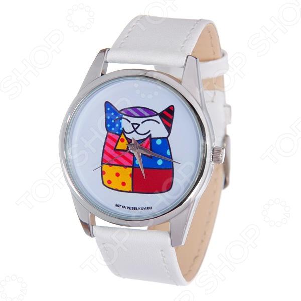 Часы наручные Mitya Veselkov «Лоскутная кошка»Женские наручные часы<br>Часы наручные Mitya Veselkov Лоскутная кошка стильный аксессуар, который дополнит ваш образ. Сочетаются с необычной и яркой одеждой. Часы выполнены в оригинальном стиле в сочетании с приятными и мягкими тонами, которые добавляют настроение. Дизайн и ручная сборка Митя Весельков. Снабжены регулируемым под запястье ремешком из натуральной кожи. Застежка ремешка классическая. Часовой механизм: кварцевый, Citizen Япония . Стекло минеральное с PVD покрытием. Корпус изготовлен из сплава металлов, а крышка из стали.<br>
