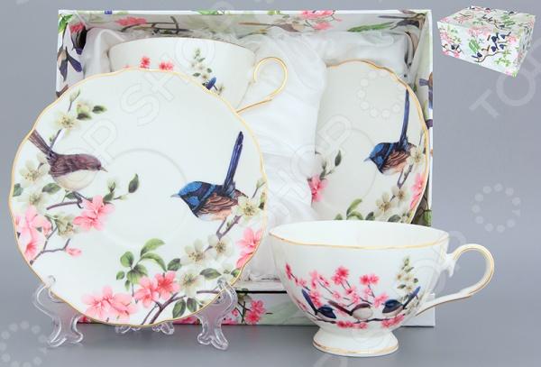 Чайная пара Elan Gallery Райские птички незаменимый элемент повседневного чаепития. Иногда так приятно выпить чаю в компании близких и друзей из аккуратных чашек на блюдечках. Именно поэтому этот набор займет достойное место на любой кухне или же станет прекрасным подарочным вариантом в честь знаменательного события. В комплекте две чашки и два блюдца.