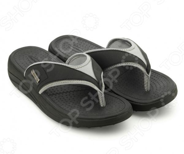 Сланцы мужские Walkmaxx Flip Flop. Цвет: черныйКлоги. Тапочки. Сандалии<br>Сланцы мужские Walkmaxx Flip Flop сделают любую прогулку еще приятнее даже в самую жаркую погоду. Эта удобная обувь подойдет как для улицы, так и для домашнего использования. Однако они особенно хороши для отдыха на пляже. Поверхность подошвы сланцев покрыта пупырышками , которые очень приятно массируют стопу. Обувь имеет оригинальную округлую подошву Walkmaxx, которая способствует укреплению мышц ног и ягодиц. Стопа, перекатываясь с пятки на носок, находится в постоянном движении, усиливая циркуляцию крови. В результате ноги не затекают. При ходьбе в этих сланцах давление перераспределяется с суставов на мышцы, что позволяет терять вес и укреплять свое тело с каждым вашим шагом. Оцените основные преимущества Walkmaxx Flip Flop:  Удобные, привлекательные и современные: новый яркий дизайн, подчеркивающий изысканность вашего повседневного внешнего вида.  Оригинальная подошва округлой формы Walkmaxx изготовлена из EVA-резиновой смеси, обеспечивающей дополнительную амортизацию.  Стелька создает приятный массажный эффект.  Обеспечивают правильное положение стопы.<br>