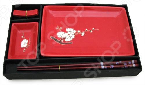 Набор для суши Elan Gallery «Цветок сакуры на красном»Наборы для суши<br>Набор для суши Elan Gallery Цветок сакуры на красном отлично подойдет, чтобы разнообразить свой ужин или устроить вечеринку в восточном стиле. Традиции азиатских стран всё прочнее вплетаются в нашу повседневную жизнь: мы едим японские суши, пьём китайский чай, смотрим аниме и читаем произведения восточных авторов. Поэтому, если ваши друзья и родные любят полакомиться суши и роллами, этот подарок для них будет самым лучшим.<br>