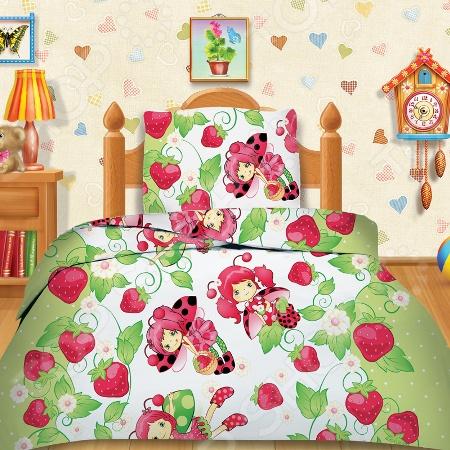 Комплект постельного белья Кошки-Мышки «Клубничка». 1,5-спальный1,5-спальные<br>Комплект постельного белья Кошки-Мышки Клубничка это незаменимый элемент детской спальни. Чтобы вы были спокойны, сон вашего ребенка комфортным, а пробуждение приятным, мы предлагаем вам этот комплект постельного белья. Приятный цвет и высокое качество комплекта гарантирует, что атмосфера спальни наполнится теплотой и уютом, а ваш малыш испытает множество сладких мгновений спокойного сна. В качестве сырья для изготовления этого изделия использованы нити хлопка. Натуральное хлопковое волокно известно своей прочностью и легкостью в уходе. Волокна хлопка состоят из целлюлозы, которая отлично впитывает влагу. Хлопок дышит и согревает лучше, чем шелк и лен. Поэтому одежда из хлопка гарантирует владельцу непревзойденный комфорт, а постельное белье приятно на ощупь и способствует здоровому сну. Не забудем, что хлопок несъедобен для моли и не деформируется при стирке. За эти прекрасные качества он пользуется заслуженной популярностью у покупателей всего мира. Комплект постельного белья Кошки-Мышки выполнен из ткани бязь. Бязь это одна из самых популярных тканей. Постоянному спросу на такую ткань способствует то, что на протяжении многих лет она остаётся незаменимой в производстве постельного белья, медицинской одежды, мужских сорочек и даже детских пеленок. Это объясняется уникальными свойствами такой ткани: она неприхотлива и долговечна.<br>