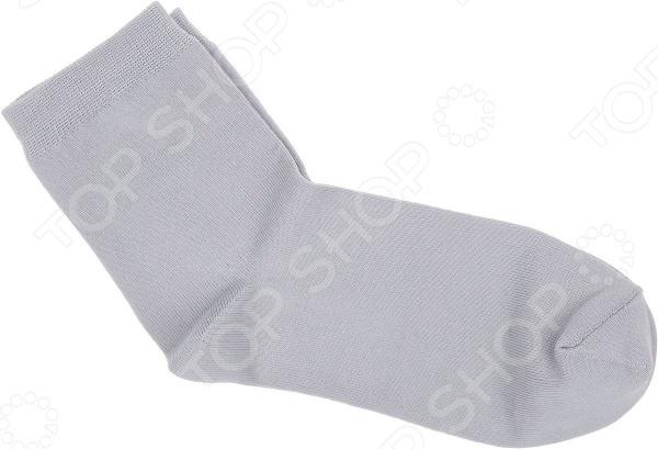 Носки Alla Buone 002CD. Цвет: серыйЖенские носки<br>Носки Alla Buone 002CD качественная, практичная и удобная в носке модель. Носочки пошиты из натурального хлопка с добавлением эластана и полиамида, которые придают изделиям эластичность и легкий блеск. Комбинированный материал невероятно мягок и приятен на ощупь, идеально облегает ножку и ощущается как вторая кожа . Особенности модели  мягкая эластичная резинка, не сдавливающая ногу;  паголенок классической длины;  аккуратный скругленный мысок;  универсальная однотонная расцветка.  Хлопковые носки обеспечат дыхание кожи, не создавая парниковый эффект . Они идеально подойдут как для теплого времени года, так и для зимы. Однотонные серые носки будут гармонично смотреться с кедами. В холодное время они защитят ноги от трения обувью и создадут дополнительный утепляющий слой. Рекомендации по уходу  оптимальная температура стирки 30 градусов;  не использовать отбеливатели;  не отжимать в стиральной машине;  глажка при низкой температуре.  Стильные носочки от Alla Buone идеальный каждодневный вариант, который пригодится любой девушке. Ведь носков никогда не бывает много, особенно таких красивых и качественных!<br>