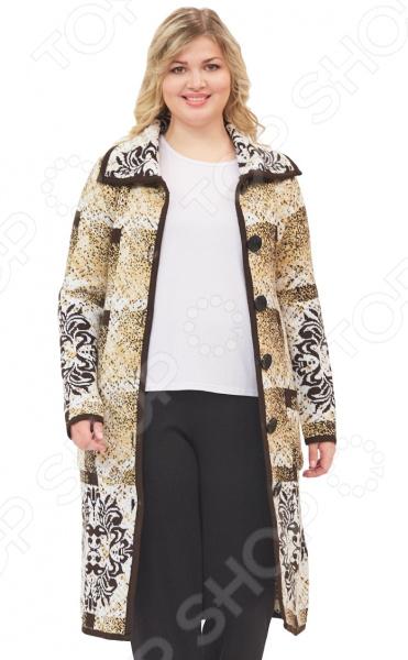 Пальто Milana Style «Маврина». Цвет: бежевыйВерхняя одежда<br>Пальто Milana Style Маврина сшито с учетом всех особенностей женской фигуры. Оно идеально подойдет для женщин любого возраста и комплекции. Продуманный дизайн изделия позволяет скрыть недостатки и подчеркнуть достоинства фигуры.  Пальто полуприлегающего силуэта с объемным отложным воротником и застежкой на пуговицы.  Интересный геометрический узор с мерцающим эффектом смотрится очень стильно.  Предусмотрены удобные карманы.  На фотографии пальто представлено в сочетании с брюками Уран и блузой Тутси . Пальто изготовлено из приятной вязанной ткани, состоящей на 70 из пана и на 30 из шерсти. Материал не линяет, не скатывается, формы от стирки не теряет.<br>