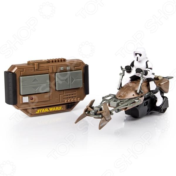Машинка на радиоуправлении Spin Master «Скоростной байк» 44546Машинки, мотоциклы, квадроциклы радиоуправляемые<br>Машинка на радиоуправлении Spin Master Скоростной байк 44546 это радиоуправляемая машинка с антуражным корпусом, световыми и звуковыми эффектами и уникальными функциями. Скоростной байк Люка Скайуокера хорошо знаком все фанатам саги. Теперь кроме привычных радиоуправляемых вертолётов, квадрокоптеров и машинок есть возможность почувствовать себя пилотом космических кораблей и других летательных аппаратов из вселенной Звёздные Войны , воссоздавая любимые сцены из фильмов.<br>