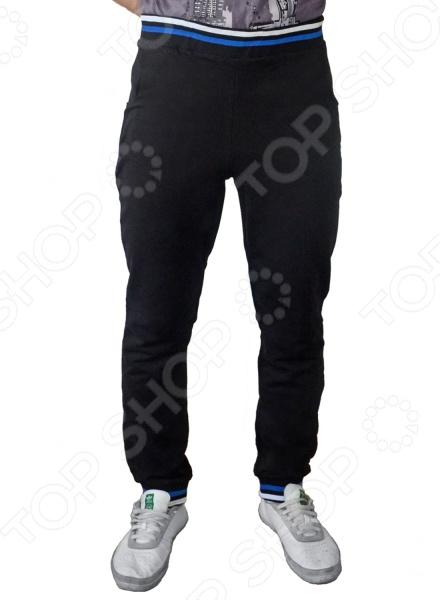 Брюки мужские RAV RAV01-011Брюки<br>Брюки мужские RAV RAV01-011 станут отличным дополнением вашего гардероба. Модель универсальна, прекрасно подходит для повседневного ношения и хорошо смотрится с футболками, толстовками и майками. Брюки выполнены из натурального хлопка, имеют свободный крой и не стесняют движений при ходьбе. Хлопок отлично зарекомендовал себя в пошиве одежды, благодаря воздухопроницаемости, мягкости и устойчивости к истиранию.<br>