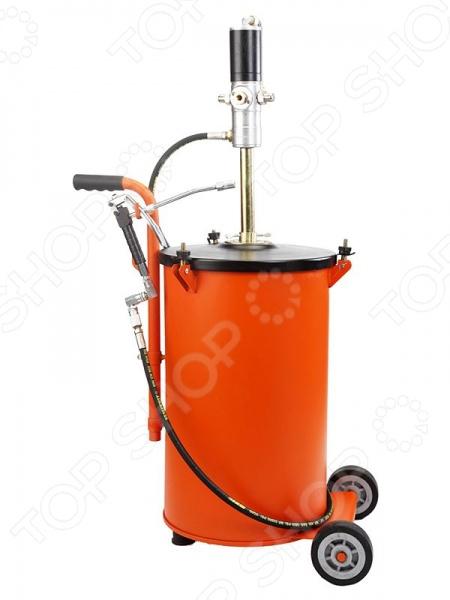 Раздатчик технических жидкостей Prolube PL-45437Вспомогательный инструмент<br>Раздатчик технических жидкостей Prolube PL-45437 - прибор состоящий из насоса и ведра на колесах. Включает в себя высокопроизводительный насос с пневматическим принципом действия. Отличается простотой и удобством в применении. Подходит для использования в профессиональной сфере деятельности. Благодаря наличию колес в конструкции, раздатчик технических жидкостей можно легко перемещать по рабочей площадке.<br>
