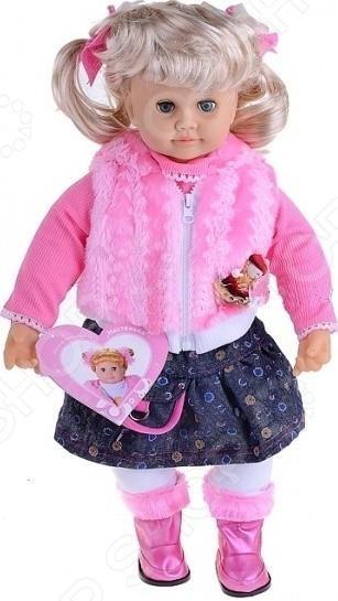 Кукла интерактивная Shantou Gepai Настенька 621092 - очаровательная кукла, которая станет отличным подарком для вашей малышки. Кукла выглядит почти как настоящая, поэтому игра с ней поможет вам воспитать в ребенке внимание, заботу, ответственность и доброту. Кукла выполнена удивительно реалистично: пухлые щечки, губки, выразительные глаза проработаны с максимальной точностью. Настенька одета в красивый комплект одежды: темную юбочку, розовую кофточку и жилетку. Помимо своих прекрасных внешних данных, кукла оснащена звуковым сопровождением. Она знает более 100 фраз на русском языке, а когда говорит смешно шевелит губами и моргает глазками. Особенности интерактивной куклы Shantou Gepai Настенька 621092:  руки и ножки подвижны;  пальцы на ручках удивительно проработаны;  кукла выполнена из высококачественных экологически чистых материалов, которые совершенно безопасны для детей;  натуралистична и детализирована;  воспринимает живую речь;  легко отвечает на поставленные вопросы;  может рассказывать стишки, считалки, загадки и сказку теремок. Кукла Настенька работает за счет шести батареек вида АА1 1.5v, которые не входят в комплект.