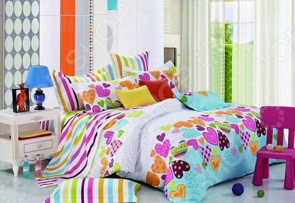 Комплект постельного белья Мар-Текс «Лав стори». 1,5-спальный1,5-спальные<br>Комплект постельного белья Мар-Текс Лав стори . 1,5-спальный оптимальный выбор для создания уюта и комфорта! Человек треть своей жизни проводит в постели, и от ощущений, которые вы испытываете при прикосновении к простыням или наволочкам, многое зависит. Чтобы сон всегда был комфортным, а пробуждение приятным, мы предлагаем вам этот комплект постельного белья. Приятный цвет и высокое качество комплекта гарантирует, что атмосфера вашей спальни наполнится теплотой и уютом, а вы испытаете множество сладких мгновений спокойного сна. Постельные принадлежности имеют глубокий и сочный рисунок, благодаря подбору правильной комбинации пигментов и особой технологии нанесения рисунка. Преимущества белья:  Богатая расцветка;  Высокое качество сырья;  Используются безопасные пигменты при окрашивании;  Красивое изображение.<br>