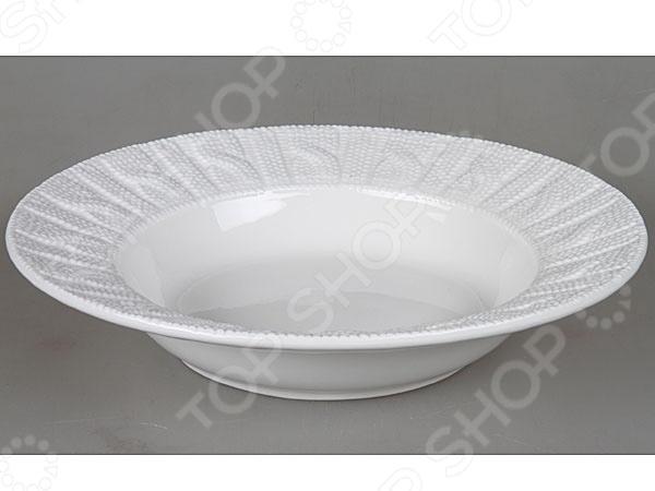 Тарелка Rosenberg 1005 блестяще выполненная тарелка, которая непременно станет украшением как для праздничного, так и для обеденного стола. Тарелка выполнена из высококачественной стеклокерамики и декорирована оригинальным орнаментом по бокам. Подходит как для горячей, так и для холодной пищи.