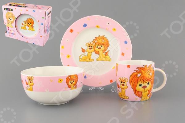 Набор посуды для детей Elan Gallery «Львята на розовом»Посуда для детей<br>Набор посуды для детей Elan Gallery Львята на розовом состоит из тарелки, миски и чашки для утреннего чая. Яркие цвета и рисунки стимулируют аппетит. Изделия можно мыть в посудомоечной машине. Такая посуда подарит настроение и уют вашим детям. Для хранения предоставляется чемоданчик.<br>