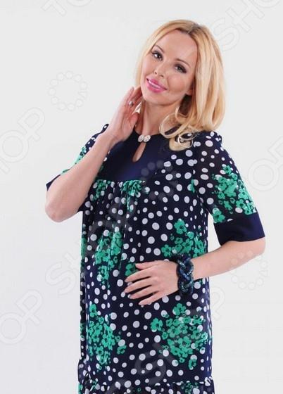 Туника для беременных Nuova Vita 1552.01 это великолепная вещь, которая создана с учетом всех особенностей женской фигуры во время беременности. В этой тунике вы будете чувствовать себя комфортно как на работе, так и на любой вечеринке. Тунику можно носить не только с брюками, но и с юбками, ведь цвет универсален. Кроме того, вырез горловины очень изящный, что подчеркивает красоту шеи и линию декольте. Длина изделия удачно подчеркивает талию и делает силуэт более изящным. Однотонная расцветка подходит для сочетания с пиджаками и блузками. Сшита туника из мягкого материала 60 полиэстер, 35 вискоза, 5 лайкра , который хорошо пропускает воздух и является антистатической, не скатывается при стирке и ношении. Полиэстер поможет сохранить вещь в отличном состоянии, даже после многих стирок ткань не вытянется и не полиняет. Однако, будьте внимательны при стирке, ведь в мокром состоянии такие вещи легко теряют прочность.