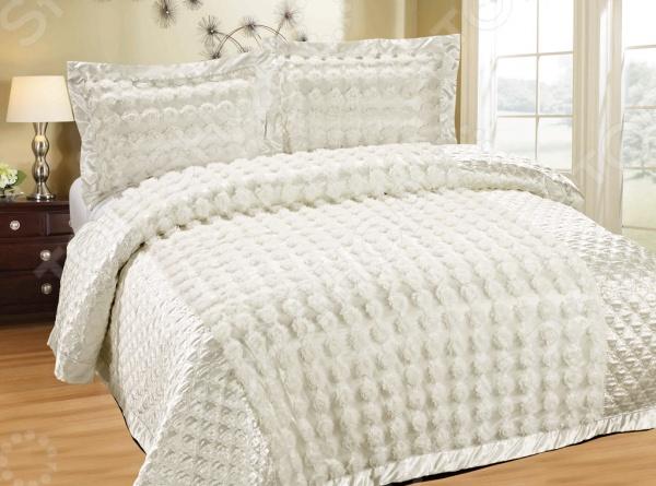 Покрывало с наволочками Softline ФайореллаПокрывала<br>Softline Файорелла это превосходный свадебный набор, который станет украшением спальни в праздничный день и сделает сон более комфортным. Комплект состоит из стеганого одеяла и 2 наволочек. Покрывало с наволочками Softline Файорелла изготовлены из хлопка и полиэстера. Материалы изготовления обладают отличными потребительскими свойствами. Полиэстер практически не мнется, легко отстирывается от загрязнений, не притягивает пыль и не требует глажки. А хлопок, в свою очередь, обеспечивает отличные дышащие и гигроскопичные свойства.<br>
