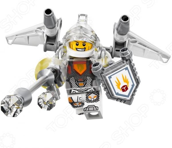 Конструктор LEGO «Ланс-Абсолютная сила»Конструкторы LEGO<br>Конструктор LEGO Ланс-Абсолютная сила отличный подарок для вашего малыша. Внутри яркой упаковки находится набор из 75 деталей. Собрав все части воедино, у ребенка получится фигурка одного из героев серии Nexo Knights Ланса. Этот персонаж красив и храбр, привык быть в центре внимания. На поле боя он также не стоит в стороне, ведь для борьбы с врагами у него очень мощное оружие. Благодаря силе Взлет , Ланс может очень быстро летать и наносить удары при помощи длинного копья. Также можно применить Электрическую атаку , ну а если и этого будет недостаточно, то нашему герою следует использовать щит Морской Дракон . Эта сила дает Лансу разрушительное оружие в виде мощной ракетницы, которую можно взять в руки или прикрепить к доспехам. Конструкторы Lego развивают пространственное и логическое мышление, фантазию, творческие способности и мелкую моторику рук. А с каждым новым набором в коллекции будут расширяться варианты игровых сценариев.<br>
