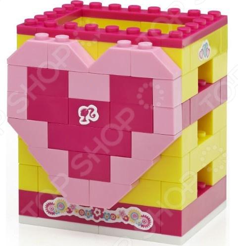 Товар продается в ассортименте. Цвет и вид товара при комплектации заказа зависит от наличия товарного ассортимента на складе. Мини-конструктор Mega Bloks Barbie в тубусе это миниатюрный конструктор, который в готовом виде станет одной из любимых игрушек вашего ребенка. Высокое качество пластика, дизайн деталей и точная инструкция позволят добиться изумительной реалистичности у собранной модели. Сборка конструкции может занять от 10 минут до нескольких часов, ведь необходимо проявлять внимательность в подборе каждой детали. Собранная фигурка сможет украсить интерьер детской комнаты. В комплекте вы найдете детали для создания готовой модели, они достаточно крупные для детей от 3 лет. Для ребенка очень полезно собирать конструкторы такого типа, ведь развивается мелкая моторика рук, логическое и пространственное мышление, усидчивость и координация движений.