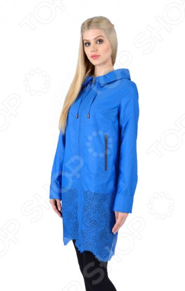 Плащ D`imma «Беверли». Цвет: синийВерхняя одежда<br>Плащ D imma Беверли прекрасный вариант для осенне-весеннего сезона. Невероятно стильный плащ подчеркнет женственность вашего образа. Можно отметить следующие особенности этого изделия:  Интересным решением, привлекающим особенный интерес к данной модели, является оформление нижней части, которая декорирована необычным узором, выполненным путем перфорации ткани.  Изделие украшает аккуратный капюшон, и прорезные карманы на молниях в области талии. Ткань очень удобная и подойдёт даже для дождливой погоды верх: 78 полиэстер, 22 нейлон; подкладка: 50 полиэфир, 50 полиэстер . Уникальная модель, которую можно приобрести только на нашем телеканале!<br>