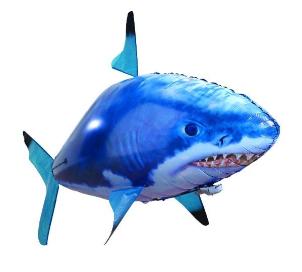 Воздухоплаватель Drivemotion Акула способна бесшумно вплывать в помещения и пугать людей в них. С ней не будет скучно ни дома, ни в офисе. В комплекте поставляется дистанционный пульт, с помощью которого можно корректировать полет . Максимальная высота парения - 12 метров. Но будьте осторожней: попав на открытый воздух, ваша акула сразу же вырвется на свободу и покинет вас навсегда!