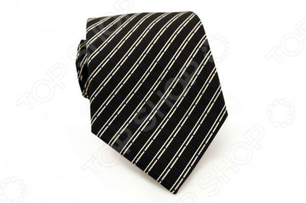 Галстук Mondigo 34268Галстуки. Бабочки. Воротнички<br>Галстук - важный элемент гардероба в жизни каждого мужчины. Сегодня сложно себе представить современного делового мужчину без галстука и это не удивительно, ведь именно галстук является главным атрибутом делового стиля. Не редко, для делового мужчины галстук - одна из немногих деталей, которая позволяет выразить свою индивидуальность, особенно в случаях, когда необходимо соблюдать строгий дресс-код. Однако, галстук уже давно вышел за пределы деловой сферы. Сегодня многие мужчины предпочитающие стиль кэжуал, так же активно прибегают к помощи различных галстуков для создания своего уникального образа. Галстуки стали очень разнообразными как по виду и цвету, так и по форме и материалу изготовления, благодаря этому их можно активно носить не только в офис и на деловых встречах, но даже на отдыхе и в повседневной жизни. Галстук Mondigo 34268 - оригинальная модель, которая станет завершающим штрихом в образе солидного мужчины. Правильно подобранный галстук позволяет эффектно выделить выбранный вами стиль, подчеркнуть изысканность и уникальность его владельца. Мужской галстук черного цвета, выполнен из качественной микрофибры, с тонкими диагональными полосками белого цвета на фактурной ткани.Ширина у основания 8,5 см.<br>