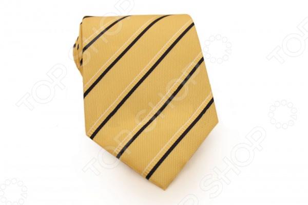 Галстук Mondigo 33548Галстуки. Бабочки. Воротнички<br>Галстук Mondigo 33548 - стильный мужской галстук, выполненный из микрофибры, которая обладает высокой устойчивостью и выдерживает богатую палитру оттенков. Галстук желтого цвета, украшен тонкими полосами по диагонали. Такой стильный галстук будет очаровательно смотреться с мужскими рубашками темных и светлых оттенков. Упакован галстук в специальный чехол для аккуратной транспортировки. Дизайн дополнит деловой стиль и придаст изюминку к образу строгого делового костюма.<br>