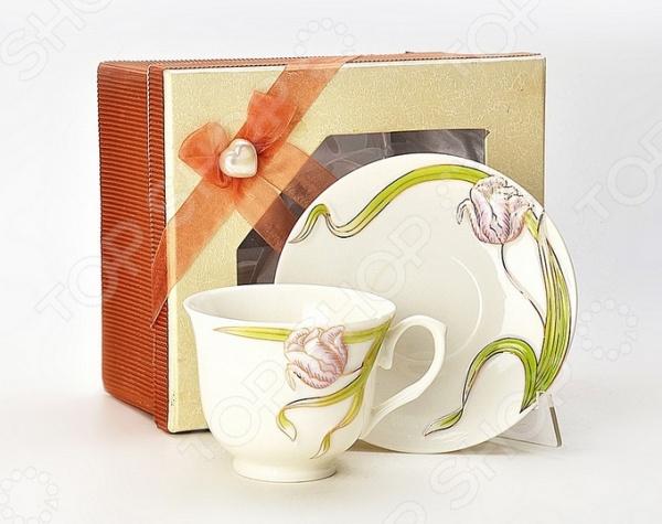 Чайная пара Loraine LR-21188Чайные и кофейные пары<br>Сервировка чайного столика не менее важна, чем сервировка основного праздничного стола, ведь качественная и красивая посуда позволит не только в полной мере насладиться напитком, но и получить эстетическое удовольствие от самого чаепития. Элегантная и красивая чайная пара Loraine LR-21188 рассчитана на одного человека. Аккуратная чашечка и блюдце выполнены из высококачественного фарфора белого цвета. Однако несмотря на свою внешнюю хрупкость, они отличаются прочностью, легкостью, практичностью и эстетичностью. Они легко справляются с высокими температурами, даже если вы предпочитаете очень горячий чай или кофе. Нежный цветочный дизайн и утонченные формы являются дополнительными преимуществами этой чайной пары, которые оценят даже самые взыскательные ценители стиля и красоты. Чайная пара Loraine LR-21188 станет идеальным и незаменимым подарком, который по достоинству оценят ваши друзья и близкие!<br>