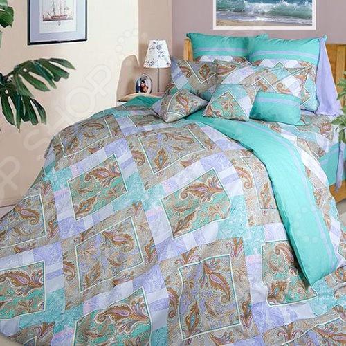 Комплект постельного белья ТексДизайн «Бахчисарай». 2-спальный2-спальные<br>Комплект постельного белья ТексДизайн Бахчисарай это незаменимый элемент вашей спальни. Человек треть своей жизни проводит в постели, и от ощущений, которые вы испытываете при прикосновении к простыням или наволочкам, многое зависит. Чтобы сон всегда был комфортным, а пробуждение приятным, мы предлагаем вам этот комплект постельного белья. Приятный цвет и высокое качество комплекта гарантирует, что атмосфера вашей спальни наполнится теплотой и уютом, а вы испытаете множество сладких мгновений спокойного сна. В качестве сырья для изготовления этого изделия использованы нити хлопка. Натуральное хлопковое волокно известно своей прочностью и легкостью в уходе. Волокна хлопка состоят из целлюлозы, которая отлично впитывает влагу. Хлопок дышит и согревает лучше, чем шелк и лен. Поэтому одежда из хлопка гарантирует владельцу непревзойденный комфорт, а постельное белье приятно на ощупь и способствует здоровому сну. Не забудем, что хлопок несъедобен для моли и не деформируется при стирке. За эти прекрасные качества он пользуется заслуженной популярностью у покупателей всего мира. Комплект постельного белья выполнен из ткани бязь. Бязь это одна из самых популярных тканей. Постоянному спросу на такую ткань способствует то, что на протяжении многих лет она остается незаменимой в производстве постельного белья, медицинской одежды, мужских сорочек и даже детских пеленок. Это объясняется уникальными свойствами такой ткани: гладкая и приятная на ощупь, но в то же время очень прочная и стойкая к многочисленным стиркам. Комплект из бязи прослужит очень долго, если соблюдать простые рекомендации.<br>
