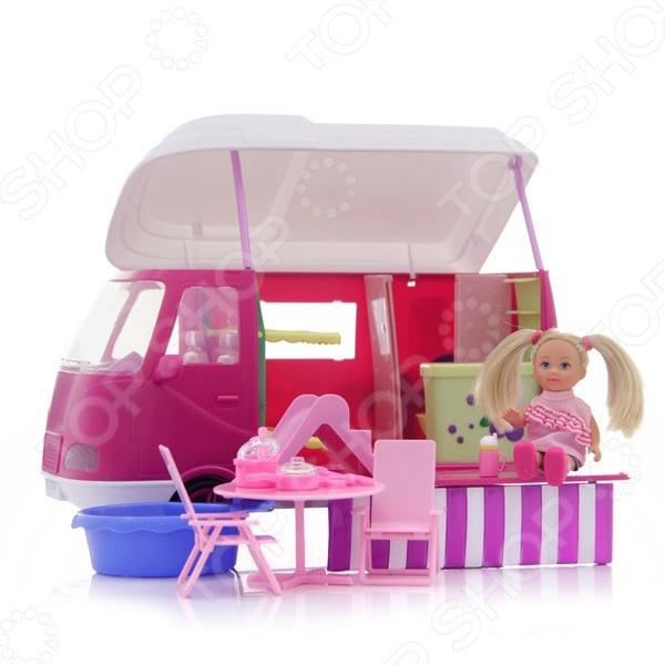 Кукла еви Simba с аксессуарамиКуклы<br>Еви на отдыхе с аксессуарами - станет прекрасным подарком для вашей девочки. Малышка Еви обажает активный отдых и путешествия. Поэтому она приобрела фургон в котором можно отпраавляться в самое дальнее путешествие, ведь это настоящий дом на колесав, в котором есть все необходимое для комфортного проживания. Кукла одета в современную модную одежду, а ее шикарные волосы уложены в красивую прическу. В комплект входят интересные и оригинальные аксессуары. Кукла изготовлена из высококачественных экологически чистых материалов, абсолютно безопасных для ребенка.<br>
