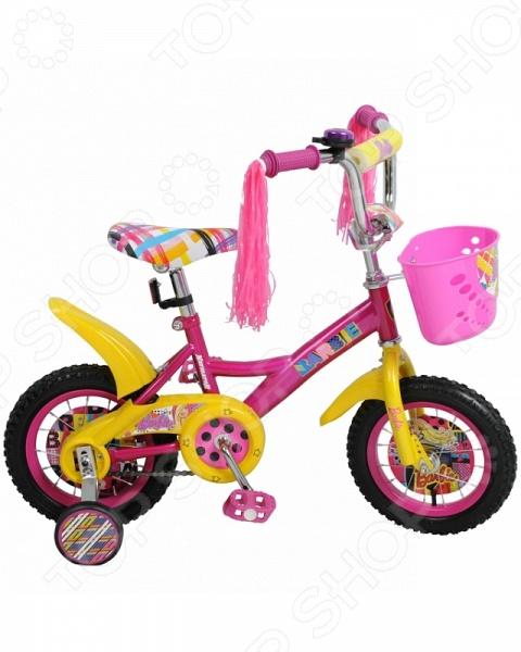 Велосипед детский Navigator Barbie KITEВелосипед детский Navigator Barbie KITE прекрасное решение для детей, которые только учатся кататься на велосипеде или уже умеют. Для начинающих велосипедистов предусмотрены боковые поддерживающие съемные колеса кроме модели с колесами диаметром 20 . Основные колеса имеют крупный рельефный протектор, который обеспечивает прекрасное сцепление даже с неровной дорогой. Мягкое и удобное сиденье не будет натирать или причинять дискомфорт даже после целого дня активного катания. Современный дизайн в стиле Barbie, надежная и прочная конструкция придется по вкусу любой малышке. Некоторые преимущества детского велосипеда Navigator Barbie KITE:  прочная металлическая рама;  мягкое и упругое сиденье регулируется по высоте;  пневматические колеса оснащены стабильным ободом;  страховочные колеса можно при желании снять;  передняя корзинка;  громкий звонок;  накладка на руль предохраняет детские ручки от мозолей и натирания. Велосипед детский Navigator Barbie KITE имеет защищенный планкой цепной механизм, что не позволяет одежде случайно туда попасть и запутаться. Для большей безопасности предусмотрены светоотражающие элементы. Они сделают ребенка заметным, даже когда на дворе сумерки. Приятным бонусом являются декоративные кисти, которые придают кокетливость и особое очарование данной модели. Пластиковые крылья не дадут грязи запачкать одежду, если вдруг во время катания малышка проедется по луже или грязи.<br>