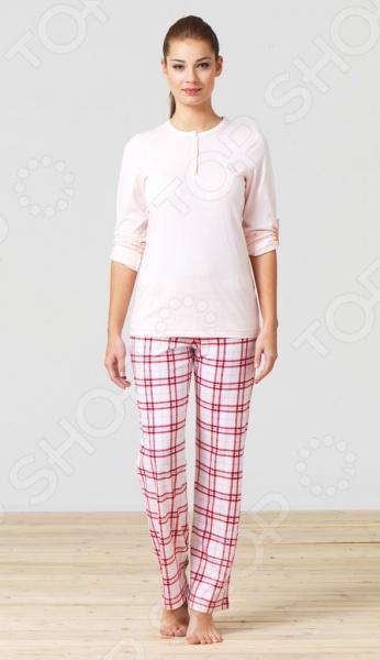 Комплект домашний BlackSpade 5707Домашние комплекты<br>Современные женщины стремятся выглядеть стильно, элегантно и ухоженного не только на работе, но и дома. Поэтому растянутая футболка, старый свитер с катышками и потертые штаны в качестве домашней одежды ушли в прошлое. Комплект домашний BlackSpade 5707 удобный, комфортный и универсальный комплект, который может использоваться, как в качестве домашней одежды, так и качестве зимнего спального комплекта. Набор состоит из удобного лонгслива и практичных штанов, которые не сковывают движения и дарят абсолютное чувство свободы. Комплект домашний BlackSpade 5707 выполнен из натурального материала и обладает отличной воздухопроницаемостью и гигроскопичностью. В нем вы будете чувствовать комфортно как зимой, так и в более теплое время года. За счет содержания модала комплект может похвастаться удивительной мягкостью, шелковистостью и приятными прикосновениями. Оригинальный дизайн делает комплект не только комфортным, но и очень красивым.<br>