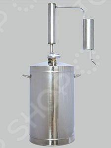Самогонный аппарат с термометром Первач Премиум Классик , используемый для получения самогона в домашних условиях. Принцип работы прибора основан на методе дистилляции, а именно на испарении спирта с его последующей конденсацией. Зачастую, самогонные аппараты-дистилляторы применяют для перегонки браги в спирт-сырец для последующей ректификации, либо, когда нужно максимально передать вкус исходного сырья. Дистиллятор выполнен из высококачественной, не вступающей в реакции окисления, нержавеющей стали и оборудован охладителем, перегонным кубом и клапаном сброса избыточного давления. Наличие сухопарника позволяет лучше очистить исходный продукт от сивушных масел и, как результат, получить более чистый самогон. Состав комплекта:  Перегонный куб  Охладитель  Сухопарник с термометром  Клапан контроля избыточного давления.
