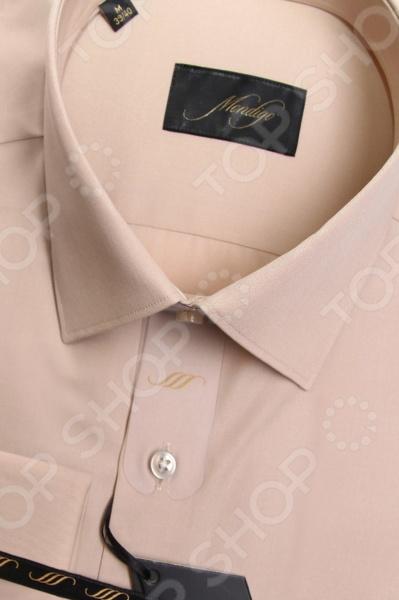 Сорочка Mondigo 50000207. Цвет: бежевый была и остается классикой мужской моды. Она может считаться показателем отменного вкуса и элегантности её владельца. Эта стильная мужская сорочка будет превосходно смотреться как в рамках делового, так и неформального стиля. С её помощью вы без труда сможете создать уникальный образ, который будет выгодно выделять вас среди остальных мужчин. Данная модель относится к изделиям зауженного кроя, поэтому она отлично подчеркнет ваш силуэт. Несмотря на универсальный бежевый цвет, с этой сорочкой вы сможете составить нескучный образ, который будет уместно смотреться и в офисе, и на торжественных мероприятиях. Особенности сорочки Mondigo 50000207:  отложной воротник;  длинный рукав;  манжеты застегиваются на запонки. Сорочка Mondigo 50000207 выполнена из высококачественного натурального хлопка, поэтому её будет приятного держать в руках, носить, удобно стирать и легко гладить. Изделие отлично подходит для повседневной носки. Она долго вам прослужит, выдерживая при этом многочисленные стирки. Для большей прочности в структуру добавлены волокна искусственного материала, которые обеспечивают прекрасные износоустойчивые характеристики сорочки.