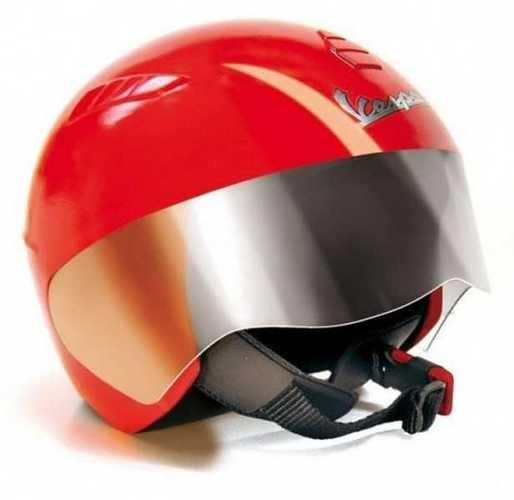 Шлем для электромобиля Peg-Perego Ducati - детский шлем, который имитирует настоящий защитный шлем, и обеспечивает некоторую защиту головы ребенка. Предназначен шлем для детей от 3 до 8 лет. Его можно будет одевать для катания на электромотоциклах или любых других электромобилях. Внешний вид шлема дополнит образ настоящего гонщика. Такой аксессуар можно использоваться детьми в игре и быть дополнением к электромобилю. Такой шлем станет отличным подарком для ребенка, который увлечен образами гонщиков.