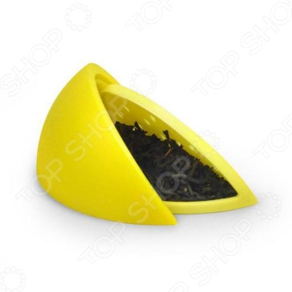 Заварник Fred&amp;amp;Friends Lemon TeaЧайные аксессуары<br>Заварник Fred Friends Lemon Tea это прекрасная альтернатива заварочным чайникам и чаю в пакетиках. Он идеально подходит для заваривания листовых и травяных чаев и, вместе с тем, позволяет избежать рассыпания и плавающих чаинок. Заварник выполнен из высококачественного пищевого силикона, практичен и удобен в использовании. Такой аксессуар обязательно понравится любителям всего необычного и оригинального, ведь он выполнен в виде лимонной дольки.<br>