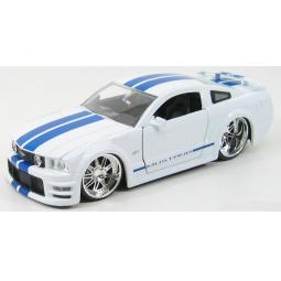 фото Модель автомобиля 1:24 Jada Toys MUSTANG GT 2006