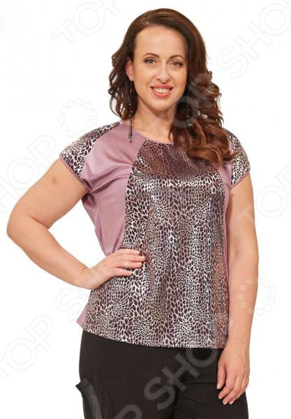 Блуза Элеганс «Феерино». Цвет: лиловыйБлузы. Рубашки<br>Блуза Элеганс Феерино это легкая и нежная блуза, которая поможет вам создавать невероятные образы, всегда оставаясь женственной и утонченной. Благодаря отличному дизайну она скроет недостатки фигуры и подчеркнет достоинства. Блуза прекрасно смотрится с брюками и юбками, а насыщенный цвет привлекает взгляд. В этой блузе вы будете чувствовать себя блистательно как на работе, так и на вечерней прогулке по городу. Универсальная длина до середины бедра и выразительный фасон позволяют надеть ее не только в офис или на прогулку, но и на официальные мероприятия. Удобные рукава скрывают несовершенства в области плеч. Круглый вырез горловины, декорированный тесьмой, визуально удлинит горло и подчеркнет плавность черт. Швы обработаны текстурированными, эластичными нитями, благодаря чему не тянутся и не натирают кожу. Оригинальный принт блузы это не только элемент стиля. Он имеет важную функцию: яркая расцветка, отвлекает внимание от недостатков и облегчает силуэт. Это классический и эффективный прием, помогающий добиться гармоничных пропорций тела. Блуза изготовлена из мягкого материала 95 полиэстер, 5 эластан , благодаря чему материал не скатывается и не линяет после стирки. Полиэстер предохраняет вещь от измятия и быстро высыхает после стирки. Даже после длительных стирок и использования эта блуза будет выглядеть идеально. Материал является антистатическим и обладает хорошей воздухопроницаемостью. На фотографии блуза представлена в сочетании с брюками Томила .<br>