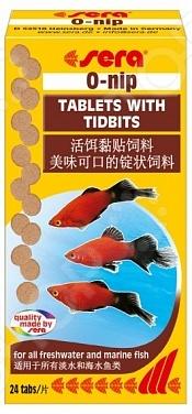 Корм для рыб Sera O-NipВитамины и добавки. Корм для рыб<br>Корм для рыб Sera O-Nip представлен в виде небольших таблеток, подходит как для морских рыб, так и для пресноводных особей. Таблетки также подойдут для кормления декоративных беспозвоночных, в частности, раков, крабов, и водяных черепах. Прессованный корм состоит из сухих хлопьев и различных сублимированных кормов. Благодаря особой технологии изготовления Freeze-Dried в корме сохраняются все необходимые полезные компоненты, питательные вещества и витамины А, Е, D3 . Процесс кормления очень прост: необходимо приложить минимум усилий, чтобы приклеить таблетку к стеклу, затем она постепенно начнет расслаиваться. Такой корм можно смело отнести ко группе выходной день , так как хватает его на 2-3 дня. Это будет очень полезно, если владелец аквариума решит уехать на некоторый период и не сможет должным образом следить за состоянием своих питомцев. Пищевая ценность: протеин 49,8 , растительные волокна 5,4 , жиры 3,4 , фосфор 0,9 , кальций 2,4 .<br>