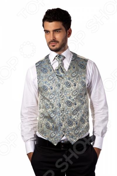 Жилет Mondigo 20495. Цвет: карамельныйЖилеты<br>Жилет Mondigo 20495 это деталь классического мужского костюма. Сегодня жилет стал неотъемлемой частью гардероба стильного мужчины, следящего за модными тенденциями. Эта модель отлично будет сочетаться с пиджаком. Жилет также можно использовать и как самостоятельный предмет одежды для создания образа в стиле casual . Жилет это возможная альтернатива пиджаку, при этом он не сковывает движения. Этот предмет одежды позволит создать деловой образ, но чувствовать себя гораздо удобнее в теплое время года.<br>