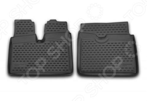 Комплект ковриков в салон автомобиля Novline-Autofamily MAN TGA XXL 2012Коврики в салон<br>Комплект ковриков в салон автомобиля Novline Autofamily MAN TGA XXL 2012 поможет обеспечить чистоту и комфортные условия эксплуатации вашего автомобиля. Используйте эти коврики, чтобы защитить оригинальное покрытие пола от грязи, пыли, пятен и воздействия влаги. Изделия созданы из экологически чистого полимерного материала, прошедшего строгий гигиенический контроль. Оцените основные преимущества полиуретановых ковриков Novline:  Нейтральность к агрессивному воздействую различных химических сред.  Высокая устойчивость к значительным перепадам температур в диапазоне от -50 до 50 C .  Устойчивость к воздействию ультрафиолетовых лучей.  Значительно легче резиновых аналогов. Легко очищаются от грязи, обладают повышенной износостойкостью.  Свойства материала и текстура поверхности коврика обеспечивают противоскользящий эффект.  Форма ковриков разработана с учетом особенностей конкретной марки и модели автомобиля применяется технология 3D-сканирования для максимальной точности , что избавляет владельца от необходимости их подгонки под салон своей машины. Коврики надежно фиксируются на своих местах и не смещаются.  Передняя часть водительского ковра имеет специальную форму, исключающую зацепление педали за изделие.<br>