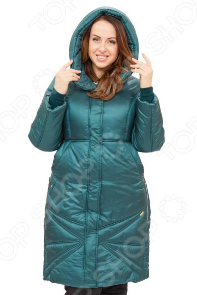 Пальто D`imma «Адела». Цвет: зеленыйВерхняя одежда<br>Пальто D imma Адела сшито с учетом всех особенностей женской фигуры. Оно идеально подойдет для женщин любого возраста и комплекции. Продуманный дизайн изделия позволяет скрыть недостатки и подчеркнуть достоинства фигуры.  Универсальная длина до середины колена.  Центральная застежка молния. Капюшон не отстегивается.  Вшивной рукав.  Ветрозащитный клапан.  Интересным украшением модели являются декоративные строчки расходящиеся лучами по низу изделия симметрично застежки и центральной рельефной строчки на спинке.  Полочка отрезная, с завышенной талией, от которой отходят боковые карманы.  Ниже расположен оригинальный карманчик, застегивающийся на кнопку, боковые карманы на кнопках.  На фото с брюками Уран. Пальто изготовлено из приятной вязанной ткани, состоящей на 72 нейлон, 28 полиэстер.Утеплитель:Файбертек 250 гр м , до -30 C. Материал не линяет, не скатывается, формы от стирки не теряет. Уникальная модель, которую можно приобрести только на нашем телеканале!<br>