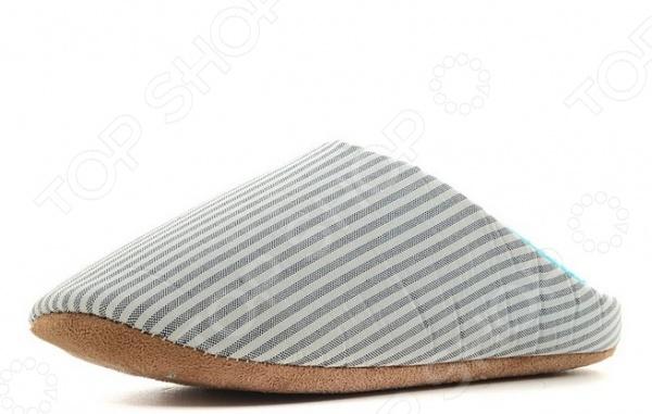 Тапочки домашние Burlesco H136. Цвет: серыйЖенская домашняя обувь<br>Тапочки домашние Burlesco H136 это уютные и теплые тапочки, которые согревают вас в самый холодный вечер. После тяжелого трудового дня так приятно подарить свои ногам уют в этих мягких тапочках. В случае необходимости тапочки легко постирать вручную или в стиральной машинке, главное следовать инструкциям на бирке. Благодаря своим уникальным свойствам они оказывает легкий массажный эффект, стимулируя кровообращение стоп. Тапочки изготовлены на 35 из хлопка, а на 65 из полиэстера. Новые технологии в изготовлении данного изделия позволят долго сохранять форму.<br>